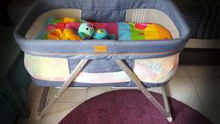 Pouch portable baby craddle/cot