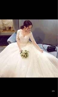 二手婚紗 禮服 白紗 適合宴客迎娶表演 長拖尾婚紗