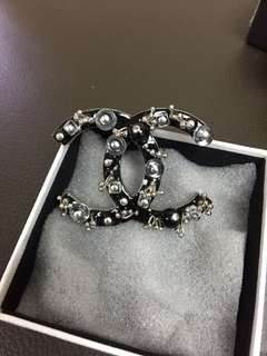 Chanel cc logo brooch