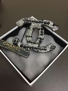 Chanel cc logo large brooch