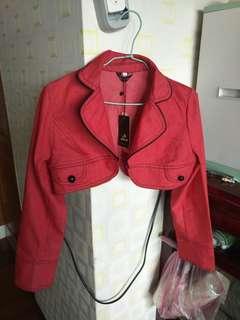 🚚 大紅色短版外套