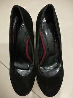 🎆(inc pos) Black velvet heels