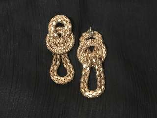 🚚 Textured gold knot earrings, posts