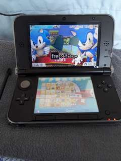 Modded Nintendo 3DS XL With 32 gb card