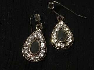 🚚 Sparkly Teardrop Earrings