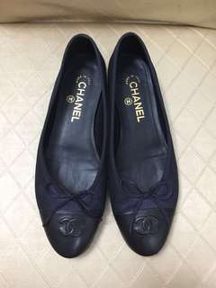 Chanel Flats Shiny Navy with Black 平底鞋 (Size: 38.5)