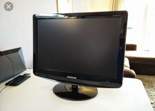 Samsung LCD TV Monitor 20""