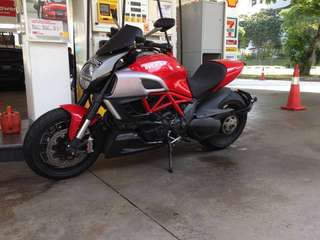 Ducati Diavel 2011 1200cc Red 14000kms