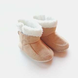 BABY UGG BOOTS FUR BOOTS SUEDE BOOTS FOR OOTD SOFT SOLE SIZE 5 INCHES (TAN)