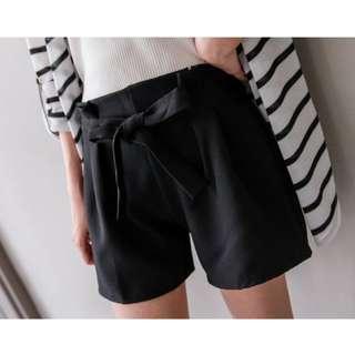 全新 轉賣 MIUSTAR 韓版絕美花苞鬆緊腰綁帶短褲 黑色 可換物