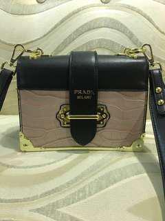 Prada Sling Bag(grade 5A)