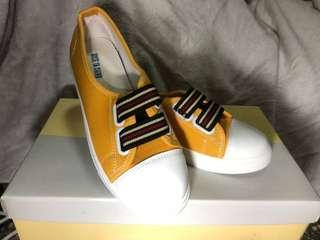 🚚 黃色布鞋