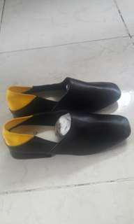 CMG close shoes