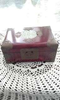 古老實木首飾箱
