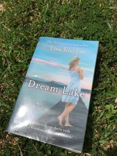 The New York Times bestseller - Dream Lake