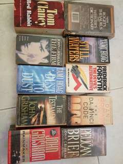 John Grisham, Tom Clancy, Dan Brown, Tami Hoag