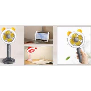 [USB台燈手持小風扇] 多功能集於一身,具有風扇、台燈、手機支架功能,多個不同角度調節,滿足清涼角度,手持式設計,方便隨身攜帶