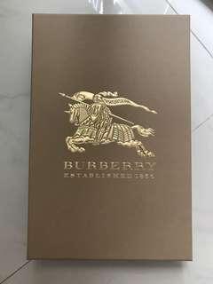全新Burberry 盒37x25cm 連絲帶