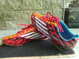 Speed futsal shoes