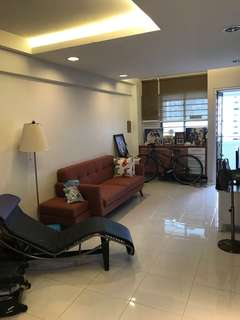 HDB 3rm flat for Sale - Move in condition.
