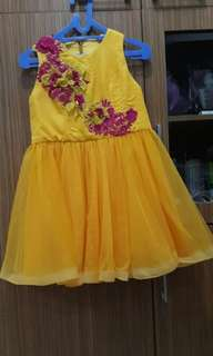 Gaun pesta untuk anak cewek usia 10 thn yellow