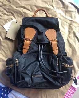 Burberry backpack (medium) 全新