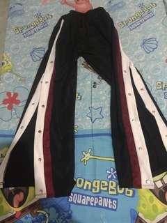 Buttons pants