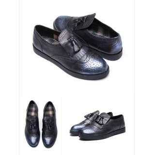 【達芙妮】鞋櫃ShoeBox 牛津鞋-金屬仿舊刷色流蘇平底鞋1016404424-23號*九成新*