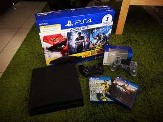 Playstation PS4 slim with 2 controller have wrty free resident evil 7 fifa