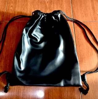 String bag black