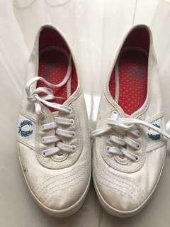 Sepatu Fred Perry