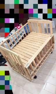 🚚 全新 全實木可掀式嬰兒床(長大後可當圍欄,床底可拆,附輪子可推可移動)