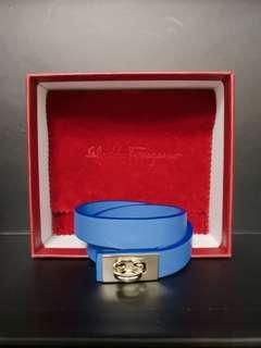 完美主意者勿買 意大利製造 全新有盒 Salvatore Ferragamo 藍色 真皮 手帶 因扣背面有少 氧化  但不影響配帶效果 所以蝕本價發售 $400 帶長37cm
