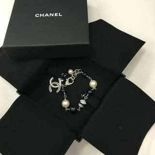 🌻 Authentic Chanel pearl bracelet 2017 F/W