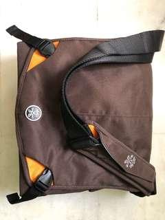 Crumpler 8 Million Dollar Messenger Bag - 9.5/10