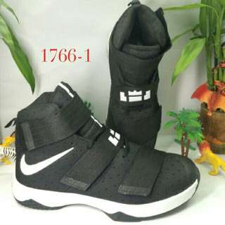 Nike men's basketball shoes 🏀