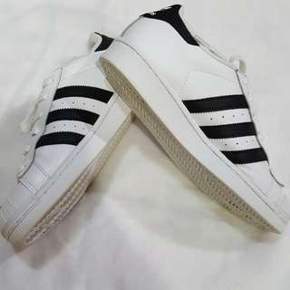 🚚 90. adidas superstar