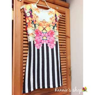🚚 宮廷花卉黑白線條洋裝👗