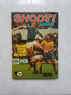 "English Football Periodical Shoot Annual 1975 Hardcover ""Glory of Manchester United"" Hardcover"