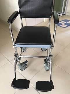 3 in 1 mobile commode for sale. Purchase less than 1 month. Negotiable for fast deal