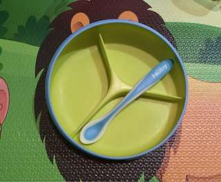 Suction plate + nuby spoon