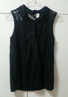 🚚 H&M Black lace blouse