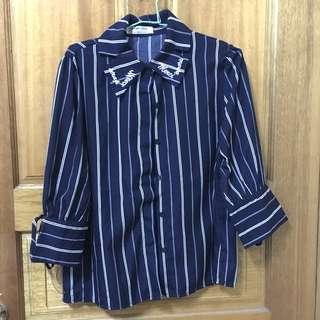 🚚 深藍七分袖直條襯衫