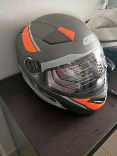 Givi full face helmet size M