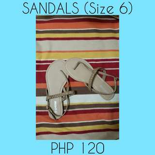 I'm selling Sandals never been used