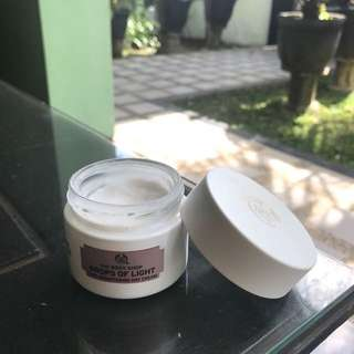 The body shop drops of light care brightening day cream