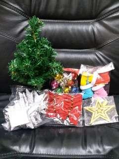 聖誕樹連飾物,全部$50