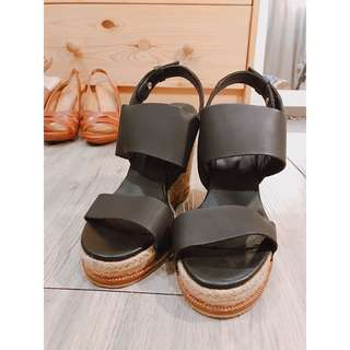 🚚 黑色楔型跟鞋