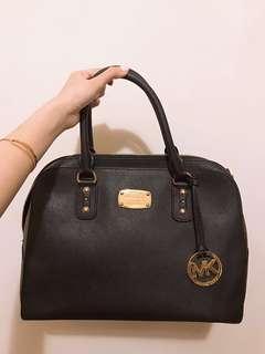 Michael kors 100% real 99% new black handbag 正貨有塵袋