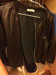 🚚 黑色皮外套